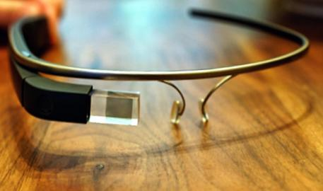 Per la prima volta in Italia i Google Glass sono stati utilizzati in un intervento di cardiochirurgia, 6 marzo 2015. Li ha impiegati il professor Mauro Rinaldi alle Molinette di Torino in un intervento di sostituzione della valvola aortica, con approccio miniinvasivo, su un paziente di 70 anni.L'intervento è tecnicamente riuscito. ANSA/ UFFICIO STAMPA MOLINETTE DI TORINO   +++ ANSA PROVIDES ACCESS TO THIS HANDOUT PHOTO TO BE USED SOLELY TO ILLUSTRATE NEWS REPORTING OR COMMENTARY ON THE FACTS OR EVENTS DEPICTED IN THIS IMAGE; NO ARCHIVING; NO LICENSING +++